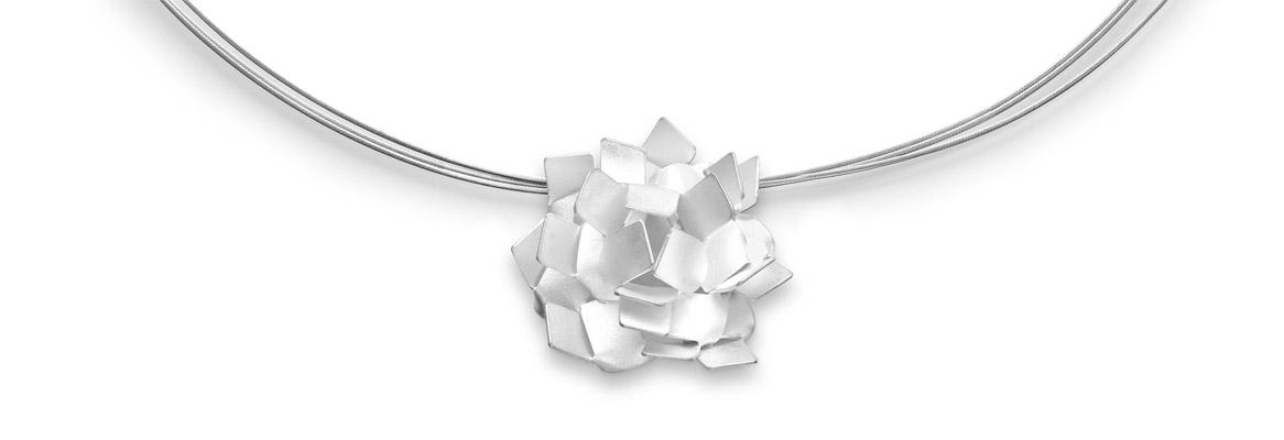 kiku necklace detail