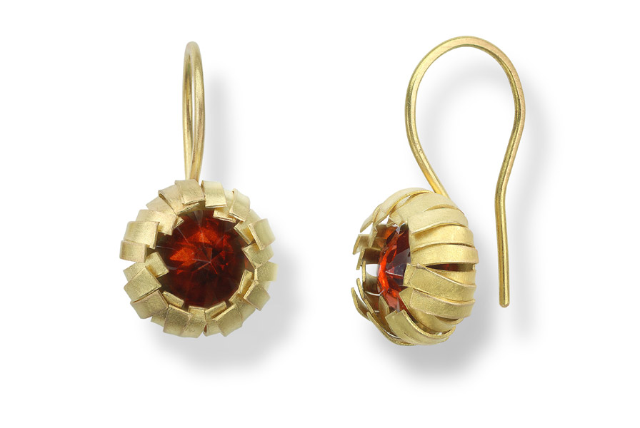 earrings KNOSPE in gold 18 karat. . Available with gemstones of your choice