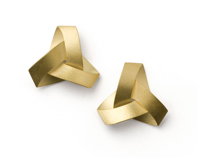 """musubi """"KUMI"""" earrings, gold 18 karat"""